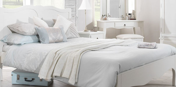 Romance Antique White Bedroom Furniture