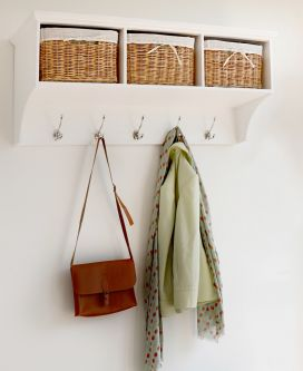 Tetbury white hanging shelf with 3 baskets